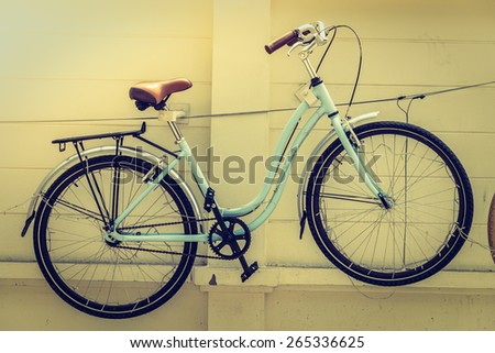 Vintage bicycle - selective focus , processing vintage effect and sunflare filter