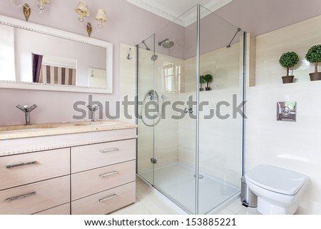 Vintage mansion - a bright and elegant bathroom - stock photo