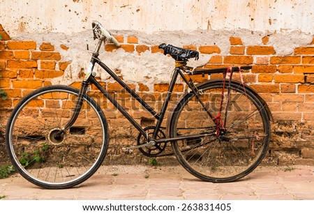 vintage old bicycle on brick wall