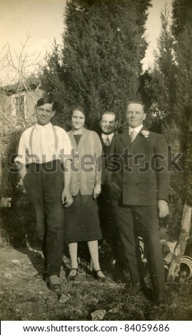 Vintage photo of family (thirties)