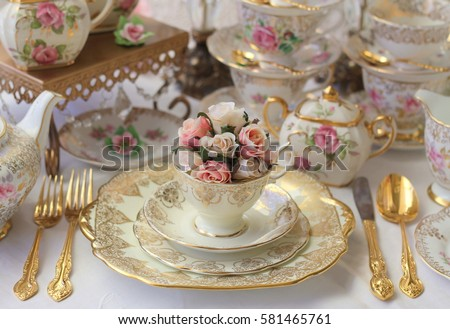 vintage wedding table setting with stacked dinnerware tea cup pink roses and gold cutlery & Vintage Wedding Table Setting Stacked Dinnerware Stock Photo ...
