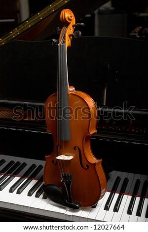 Violin on piano keys - stock photo