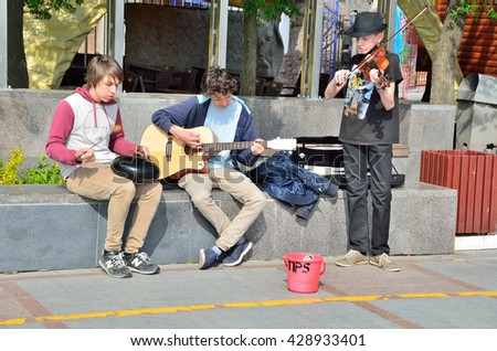 Vladivostok, Russia, May, 29, 2016. Street musicians on the Sportivnaya embankment in Vladivostok