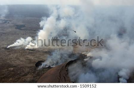 Volcan fini de Kilauea d'hélicoptère en parc national devolcans d'Hawaï sur la grande île. - stock photo