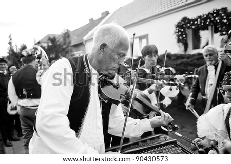 VRACOV - OCTOBER 15: violinist in folk costume on The biggest folk feast in Czech Republic, Oct 15, 2011 in Vracov, Czech Republic. Feast Vracov - stock photo