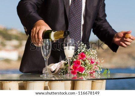 Waiter pouring champagne in wedding bocals