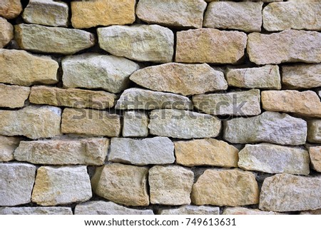 wall made of large stones of different sizes
