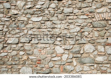 Wall made of various stones
