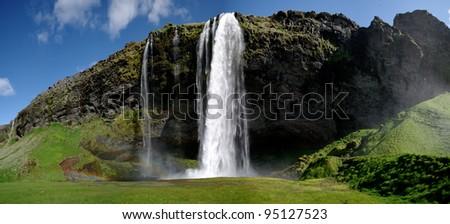 Wasserfall Seljalandsfoss in Island - stock photo