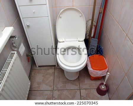 Water closet toilet bowl with open lid