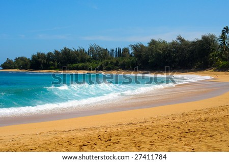 Waves crashing on sunny Haena Beach on Kauai's beautiful north shore