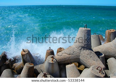 Waves vs Breakwater