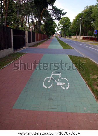 way of a separate bicycle path and sidewalk, bike path markings