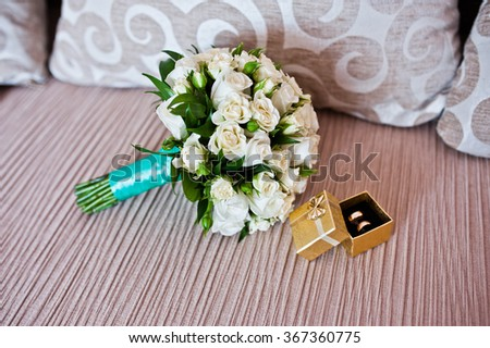 Wedding bouquet with box with rings