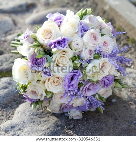 wedding bouquet with rose and lisianthus