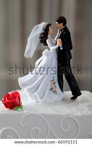 Wedding cake and topper with couple dancing - stock photo