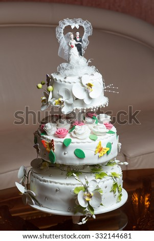 Wedding Cake on location with blurry background