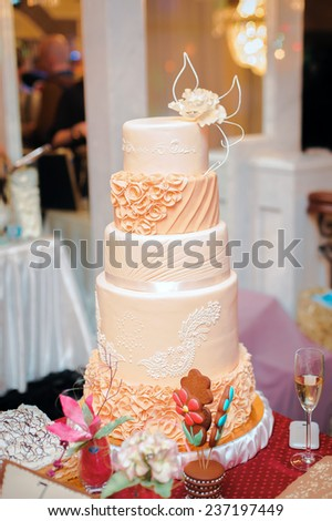 wedding cake with lace