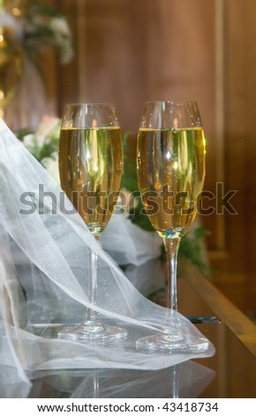 wedding champagne glasses standing on the table