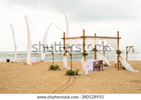 wedding on beach, tropical outdoor wedding set up decoration details