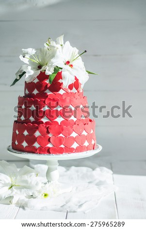 Wedding rustic cake with flowers