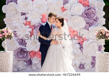 Wedding wedding day paper flowers wedding em foto stock livres de wedding wedding day paper flowers in wedding decor bride and groom on wedding junglespirit Images