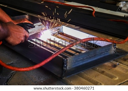 Welding grating trench cover