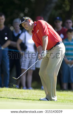 WENTWORTH, ENGLAND. 23 MAY 2009.David HOWELL ENG playing a chip shot playing in the 3rd round of the European Tour BMW PGA Championship. - stock photo