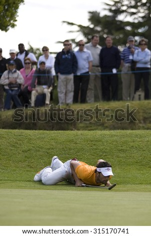 WENTWORTH, ENGLAND. 22 MAY 2009.Zane Scotland lining up a putt playing in the 2nd round of the European Tour BMW PGA Championship. - stock photo