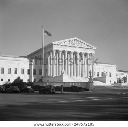 West face of the Supreme Court Building, Washington, D.C., Nov. 1936. It was designed by architect Cass Gilbert and was his last major project.