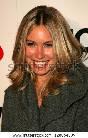 WEST HOLLYWOOD - AUGUST 10: Sarah Carter at the Lucky Magazine LA Shopping Guide Party August 10, 2006 in Milk, West Hollywood, CA.