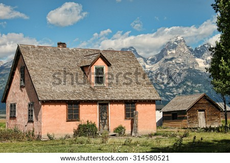 West homestead near the Mountains