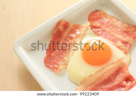 Western breakfast, sunny side up egg and bacon