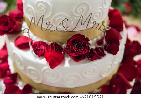 White Gold Wedding Cake Flowers Red Stock Photo 621015521 ...