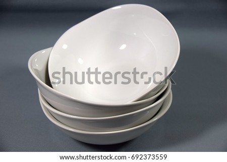 white ceramic bowls