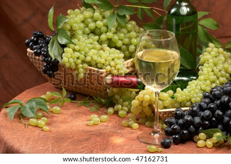 White dry wine, fresh clusters of a grapes