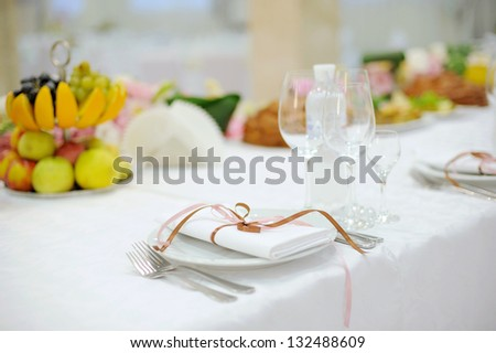 white napkin with ribbon on plate