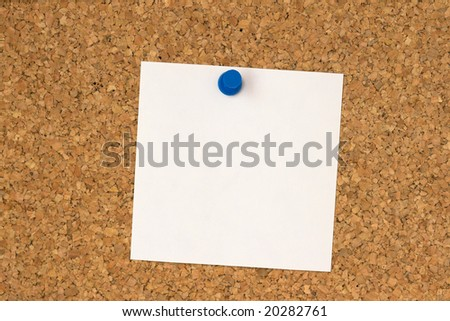 White note pinned to cork board close up