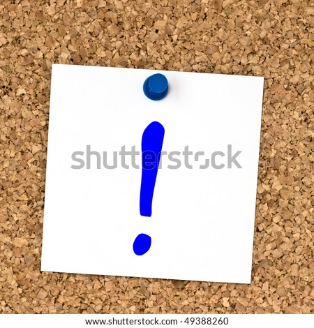 White note with question mark  pinned to cork board close up