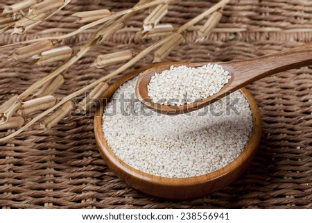 White sesame seed in wood plate.