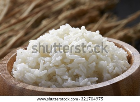 White steamed rice in wooden bowl