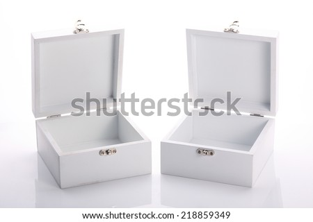 white wood box open of the product packaging