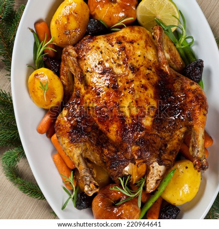 Whole Roasted Holiday Chicken With Potatoes and Apples - stock photo