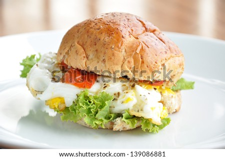 Wholewheat bread egg burger.