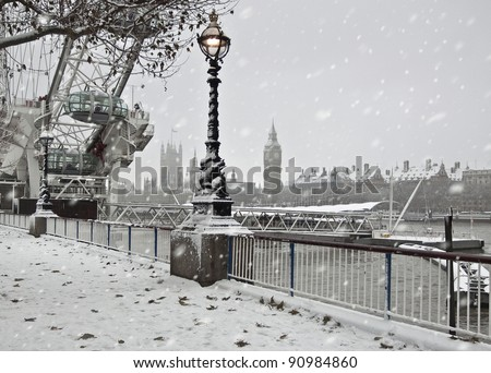 Winter  in London. Snow near Big Ben