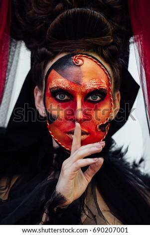 Black dress red lips quiet