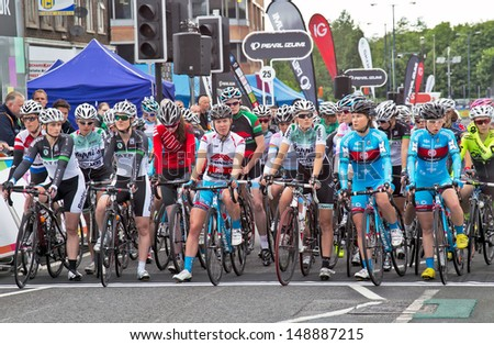 WOKING, UK - JUNE 11: Hannah Barnes of the MG Maxi Fuel team (centre) takes her position on the starting line for the Pearl Izumi Halfords road race on June 11, 2013 in Woking.