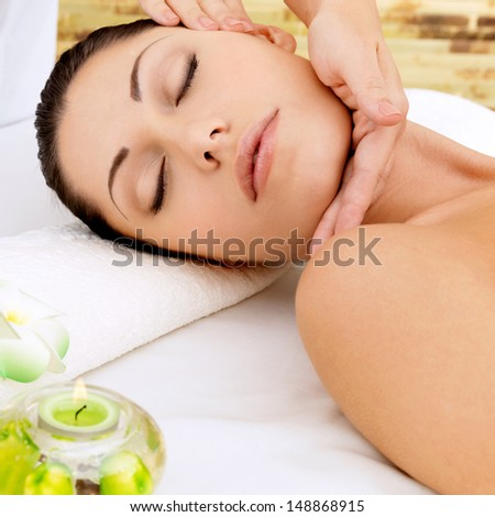 Woman having massage of head in the spa salon. Beauty treatment concept.