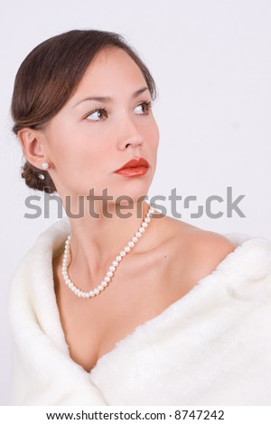 Woman in fur with pearls