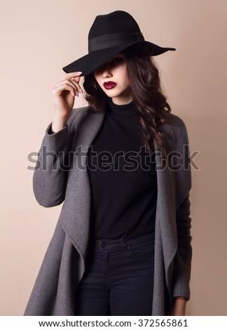 Sexy Beautiful Nude Brunette Woman Fur Stock Photo 264141632 - Shutterstock